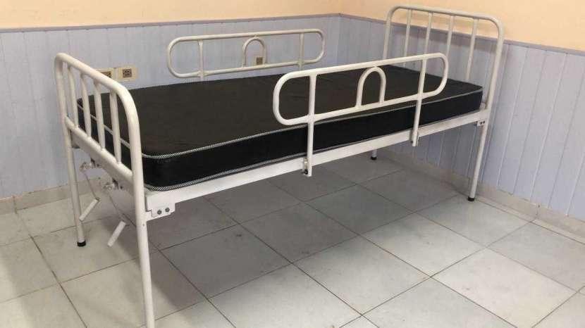 Cama hospitalaria con colchón de base - 0
