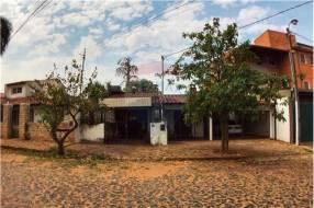 Casa en barrio Mburucuyá cod.193