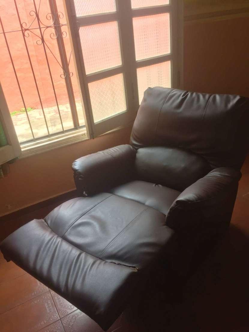 Sofá reclinable de cuerina - 0