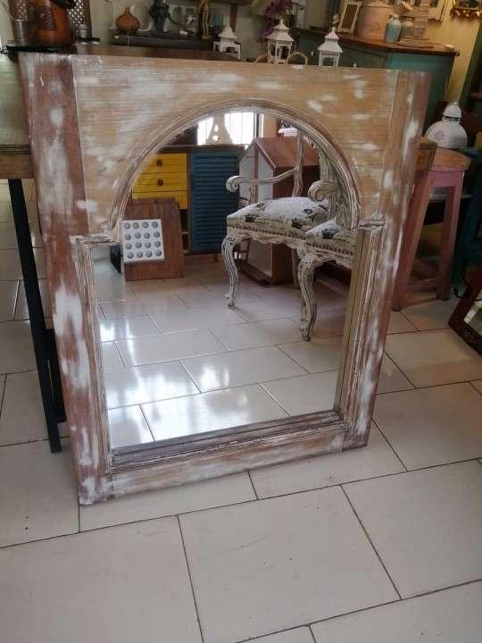 Espejos con marcos de ventana - 2