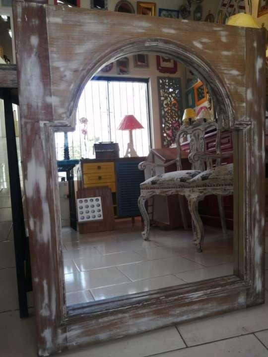 Espejos con marcos de ventana - 3
