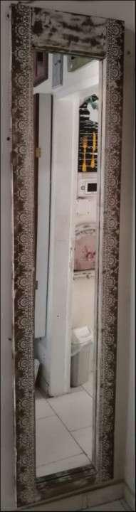 Espejo con marco de puertas - 0