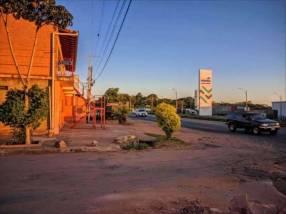 Casa en Ypané con salones sobre Ruta Acceso Sur en esquina