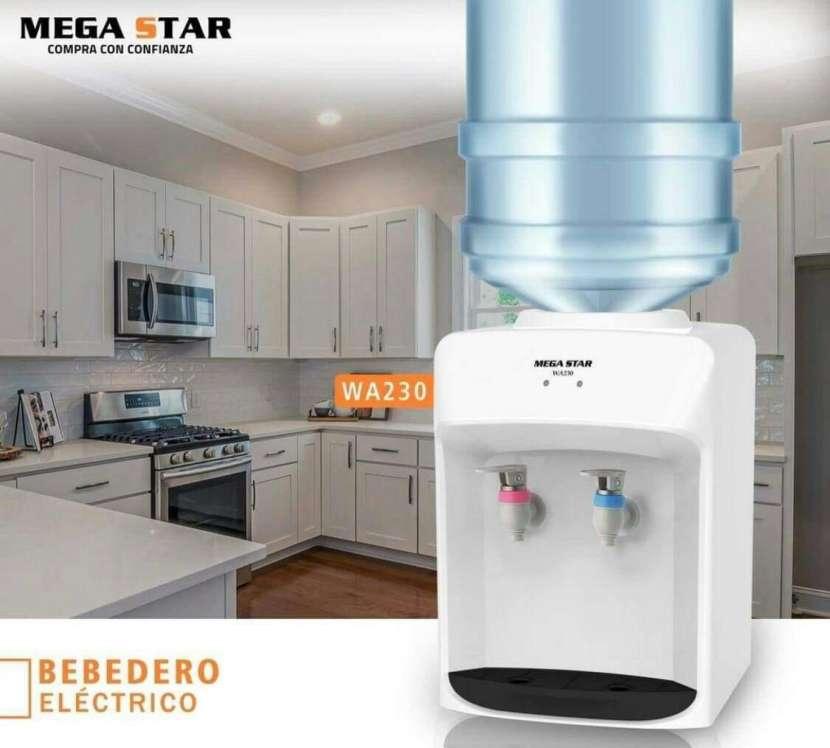 Bebedero eléctrico de mesa Mega Star - 2