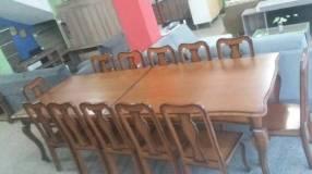 Mesa Reina Ana o Cabrini rectangular con 12 sillas