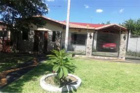 Casa en Luque zona Villa Policial