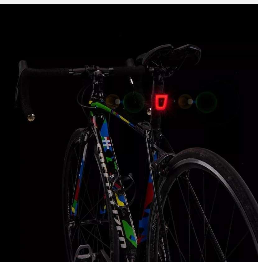 Luz trasera para bicicleta - 0