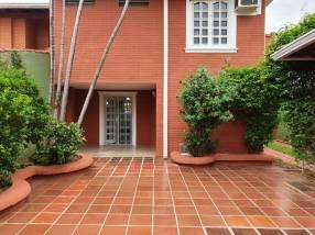 Casa en barrio Jara zona Universidad Americana
