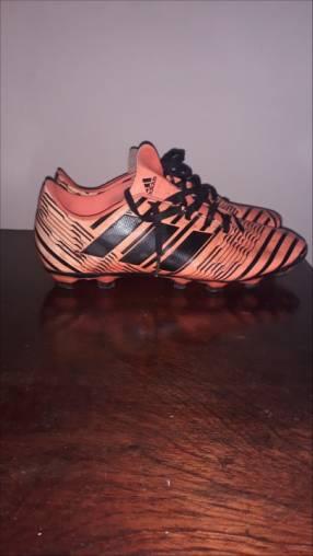 Botín Adidas original calce 39 40