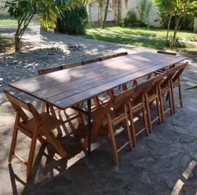 Tablón con 12 sillas plegables