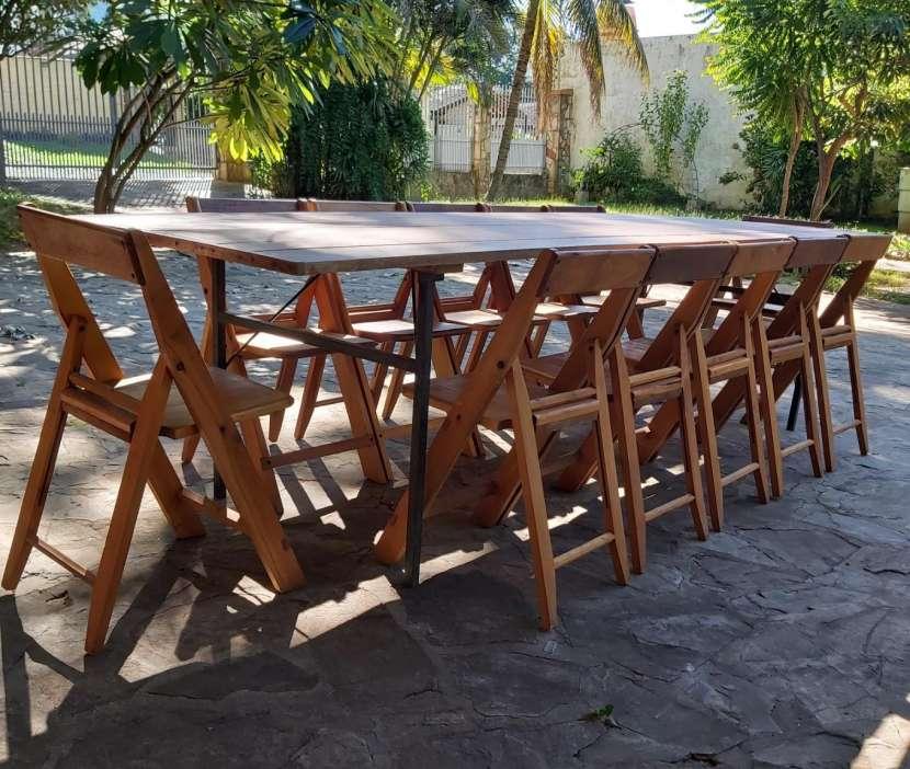 Tablón con 12 sillas plegables - 1