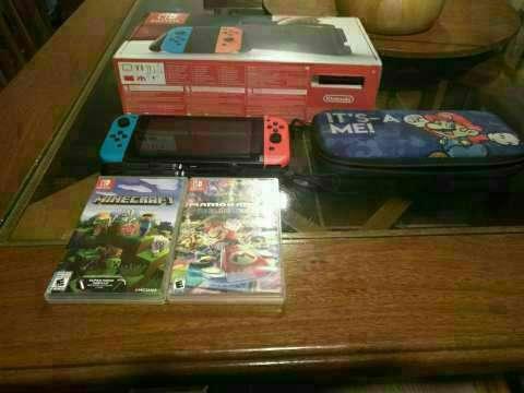 Nintendo Switch con 2 juegos y case - 0