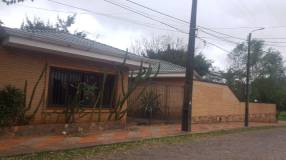 Casa en Fernando de la Mora zona Shopping Pinedo COD 0241