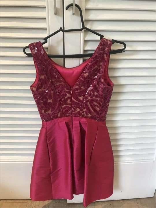 Vestido corto de fiesta rosado oscuro pequeño - 1