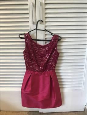Vestido corto de fiesta rosado oscuro pequeño