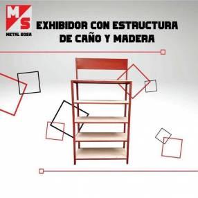 Exhibidor con estructura de caño y madera
