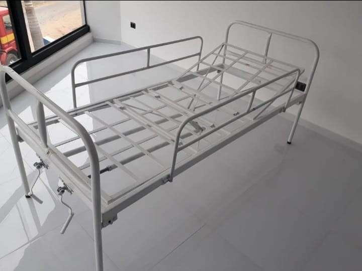 Cama hospitalaria de 2 movimientos manual nacional con colchón - 2