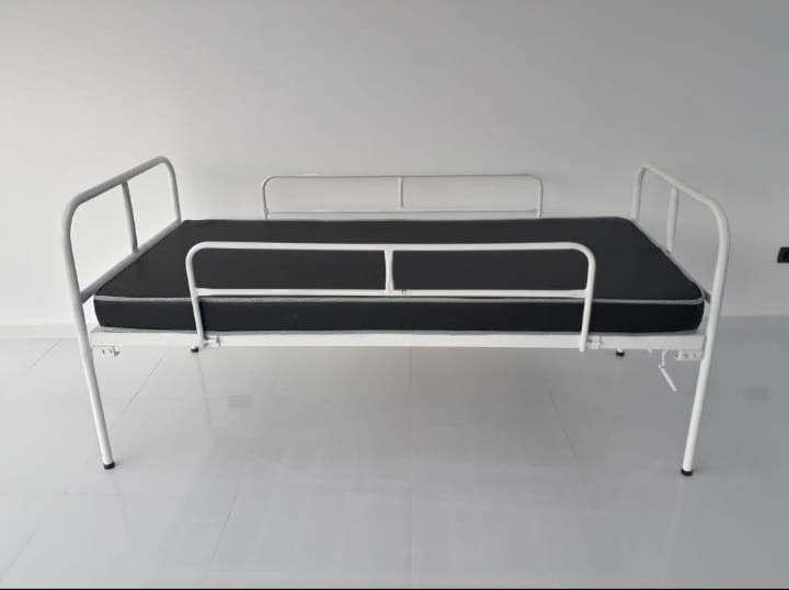Cama hospitalaria de 2 movimientos manual nacional con colchón - 1