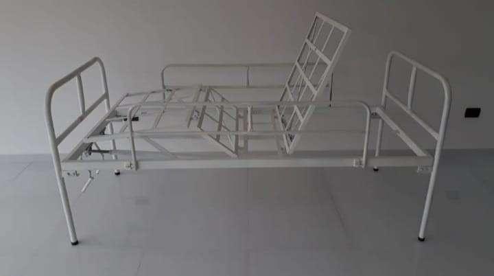 Cama hospitalaria de 2 movimientos manual nacional con colchón - 0