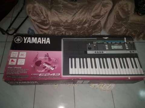 Teclado Yamaha modelo PSR-E243 - 4