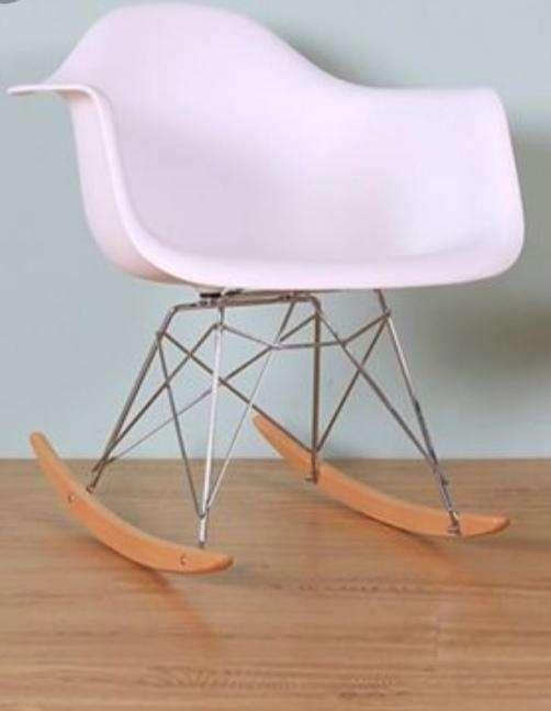 Mecedora Eames - 0