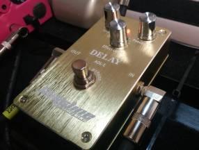 Pedal de Delay para guitarra eléctrica de la marca Tomsline