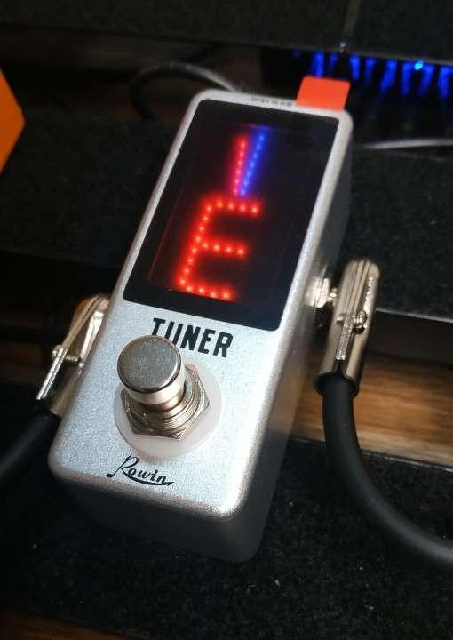 Pedal afinador Rowin para guitarra eléctrica - 0