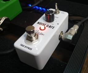 Pedal de ruído Rowin p/ guitarra eléctrica Noise Gate