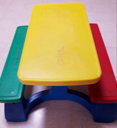 Mesa con banquetas - 0