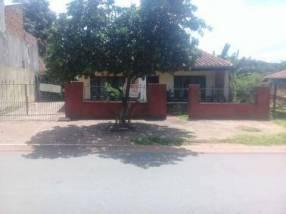 Casa en Ñemby sobre avenida asfaltada