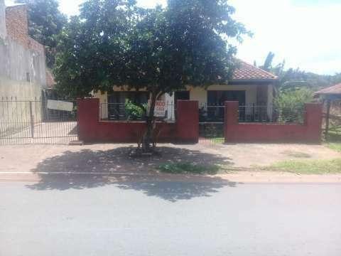 Casa en Ñemby sobre avenida asfaltada - 0