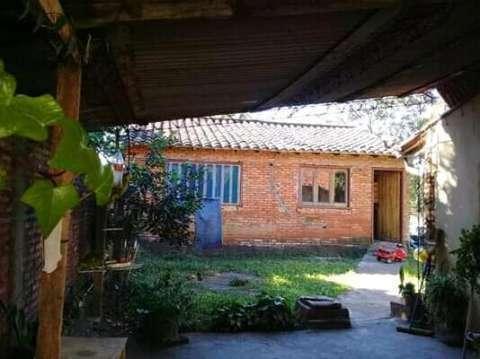 Casa en Ñemby sobre avenida asfaltada - 1