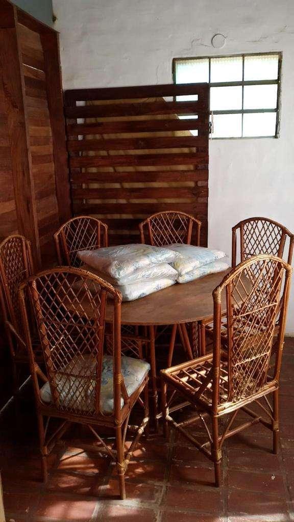 Mesa y sillas de mimbre - 1