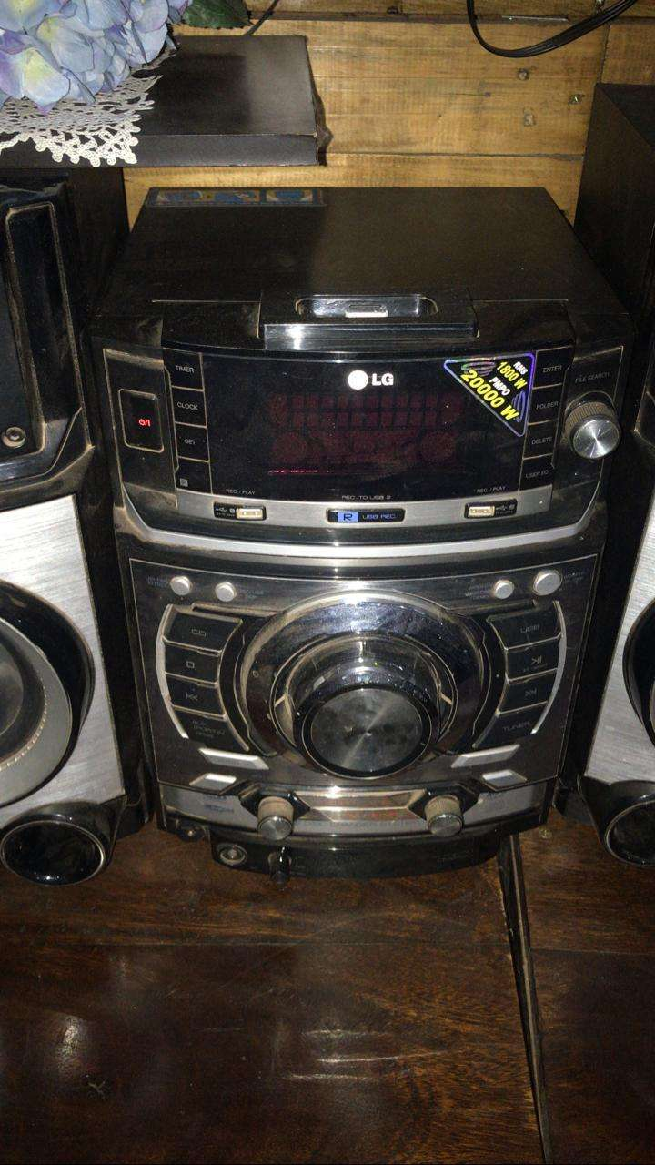 Equipo de sonido LG - 1