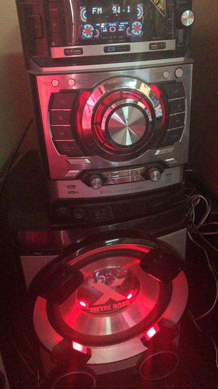 Equipo de sonido LG - 2