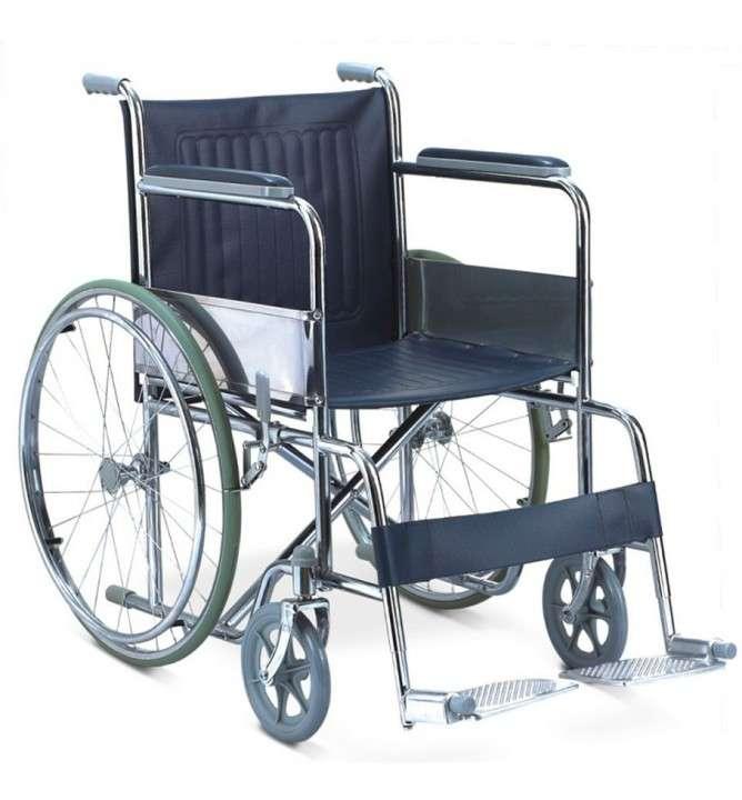 Silla de ruedas ortopédica estándar cromada con cinturón - 0