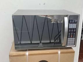 Microondas Electrolux 31L 1.100W Digital Plateado