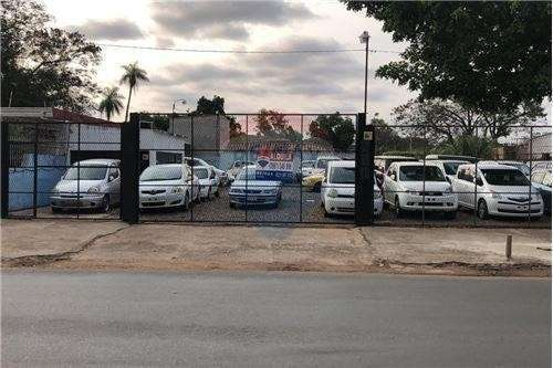 Plata de vehículos sobre Avelino Martínez - 0
