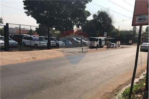 Plata de vehículos sobre Avelino Martínez - 2