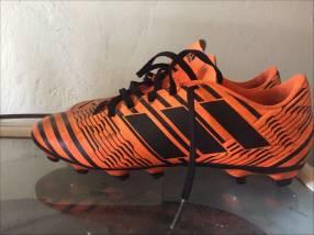 Botín Adidas semi nuevo calce 39/40
