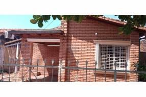 Casa a refaccionar o demoler en Fernando de la Mora zona Sur