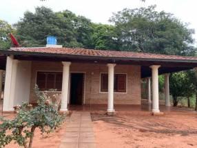 8 terrenos juntos con 2 casas en Capiatá