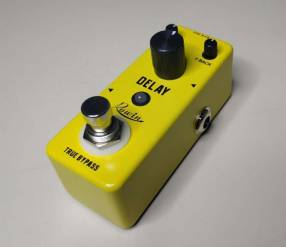 Pedal de delay para guitarra eléctrica de la marca Rowin