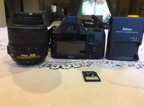 Cámara Nikon D3100 lente 18-55mm