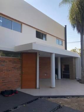 Duplex en zona Laguna Grande Y5517