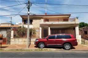 Casa en barrio mburicao