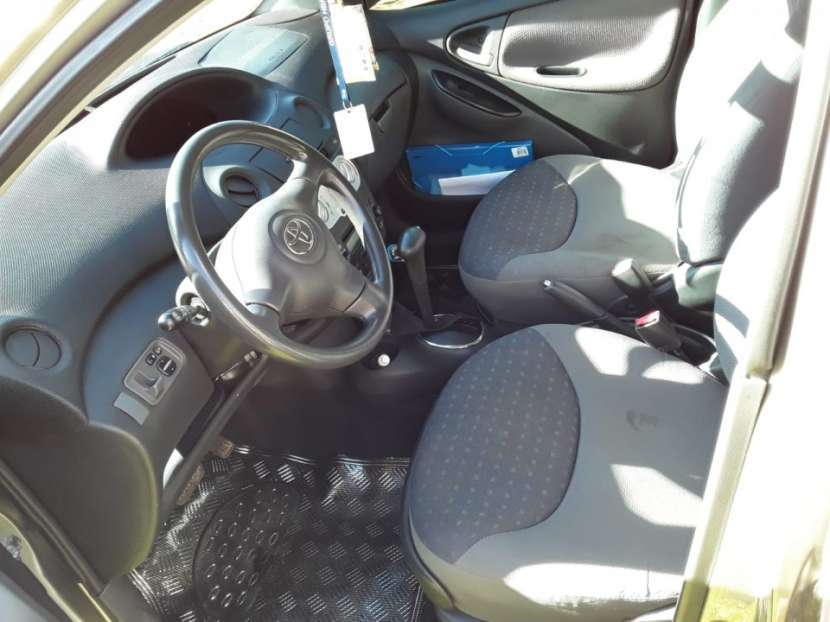 Toyota Vitz 2004 - 5