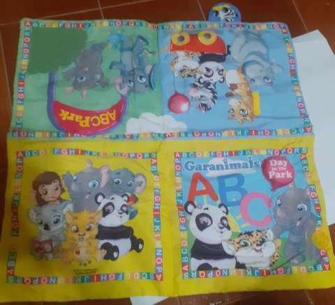Libro juguete y alfombra para bebés - 1