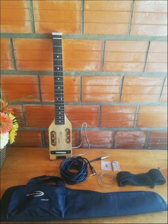 Guitarra electroacústica viajera - 0