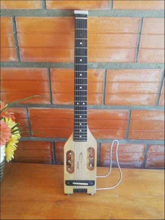 Guitarra electroacústica viajera - 1